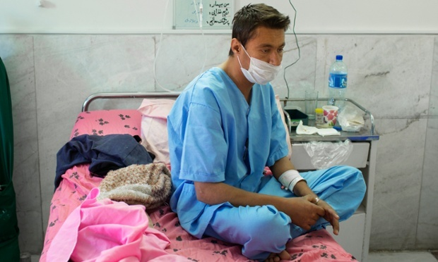 بازی انتظار: غفار، 24 ساله، قبل از عمل؛ او سالها در لیست انتظار بوده است
