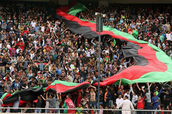 یکشبه برای نود هزار نفر پرچم دوختند