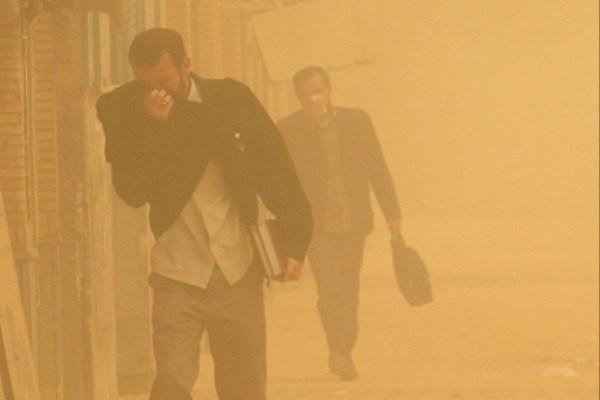 توفان گرد و غبار سیستان و بلوچستان را تعطیل کرد