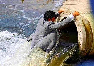 اعتراض عضو شورای شهر بندرعباس به ورود فاضلاب به دریا