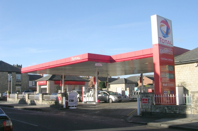 Total_Filling_Station_-_North_Street_-_geograph.org.uk_-_1173435