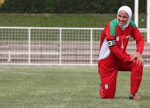 خط خوردن بازیکن تیم ملی فوتبال زنان ایران به دلیل مخالفت همسرش