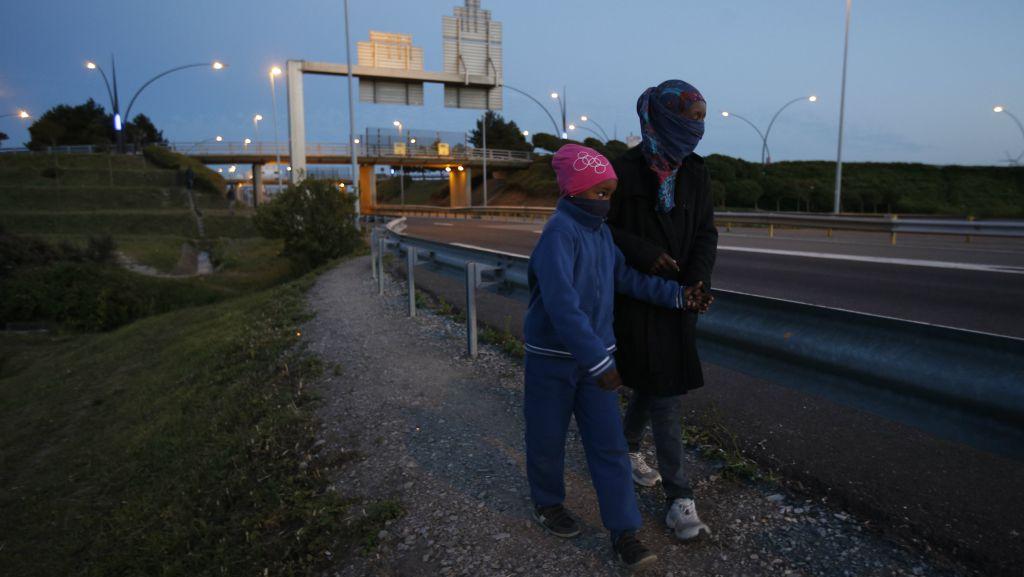 معاینه آلات تناسلی کودکان پناهجو برای تعیین سن