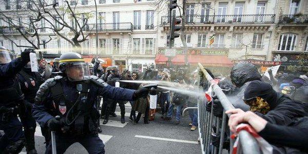 درگیری میان پلیس و تظاهرکنندگان در میدان جمهوری پاریس