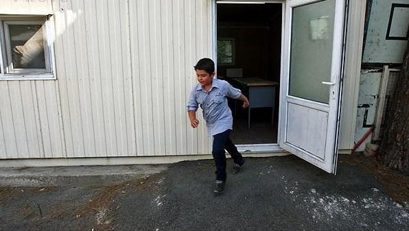تحصیل دانش آموزان بافقی در کانکس
