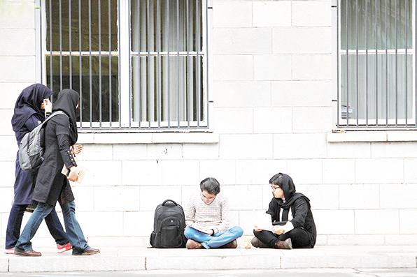 ۸۷ درصد دانشجویان در دانشگاههای پولی تحصیل میکنند