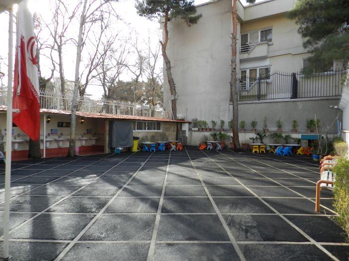 آموزش و پرورش در حیاط مدارس مغازه میسازد