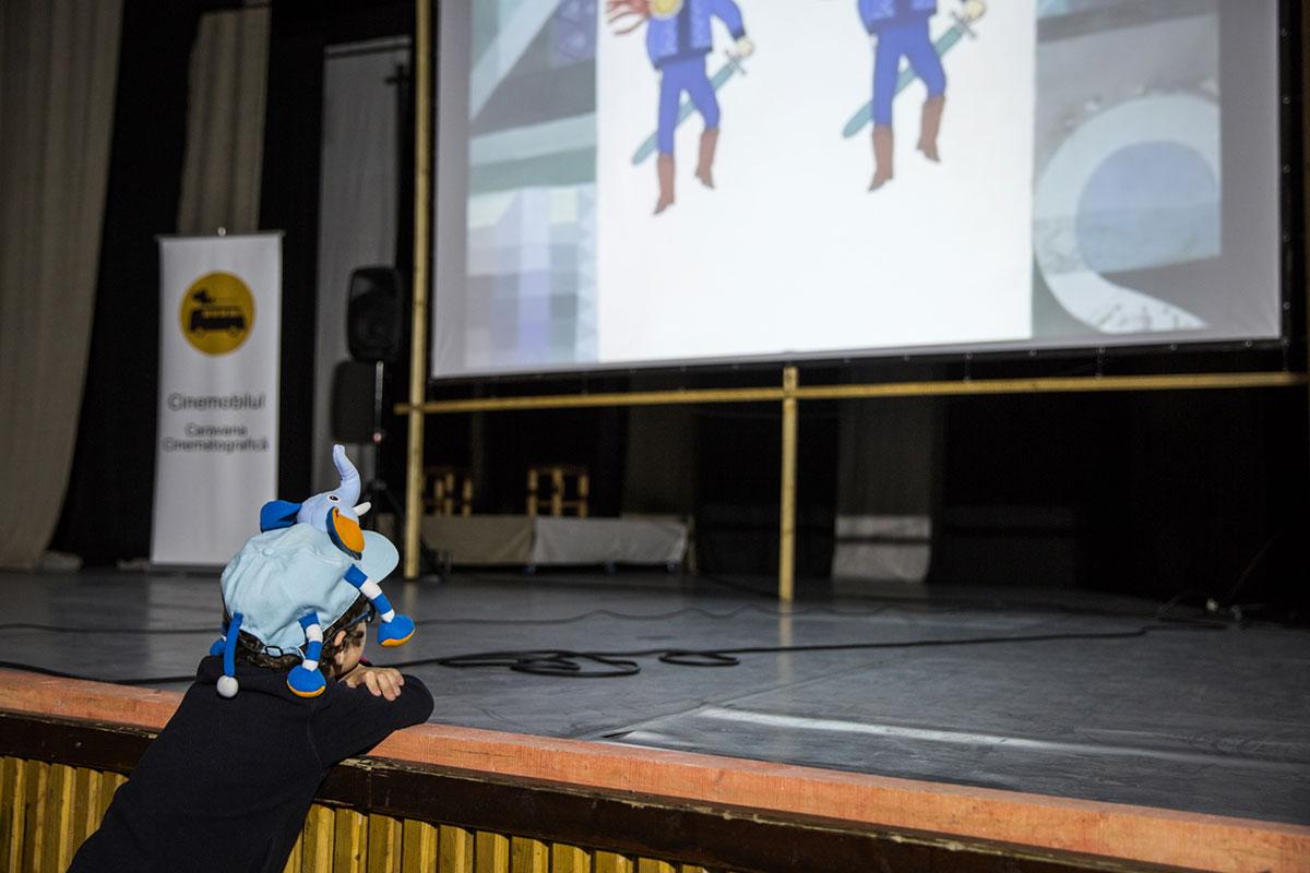 اگر کودکان اکثریت مخاطبان را تشکیل دهند، باچو فیلمهای کارتونی، انیمیشن و فیلمهای مستند کوتاه پخش میکند.