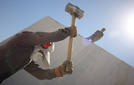 کارگران در دمای بالای ۵۰ درجه هم باید به کار خود ادامه دهند