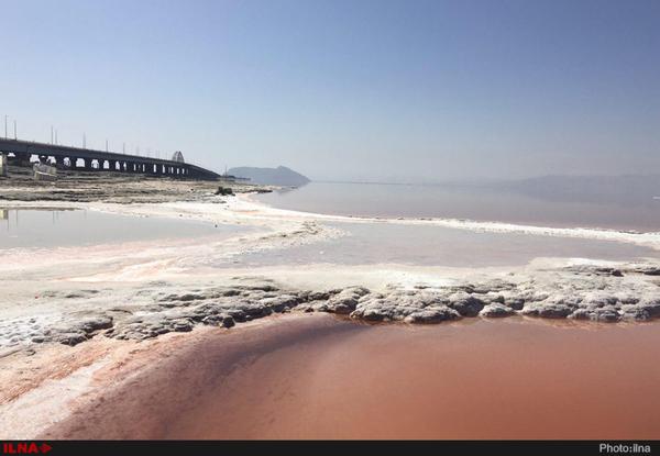 دریاچه ارومیه دیگر رنگ به رو ندارد