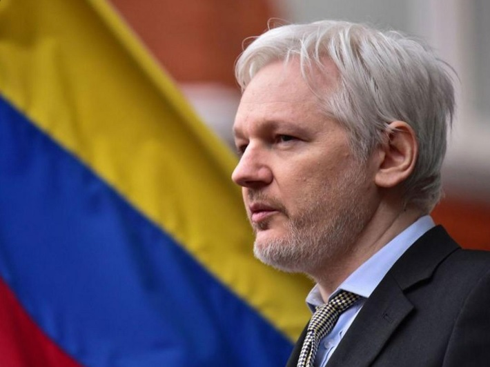 قطع اینترنت جولیان آسانژ به دلیل تاثیرگذاری بر انتخابات آمریکا