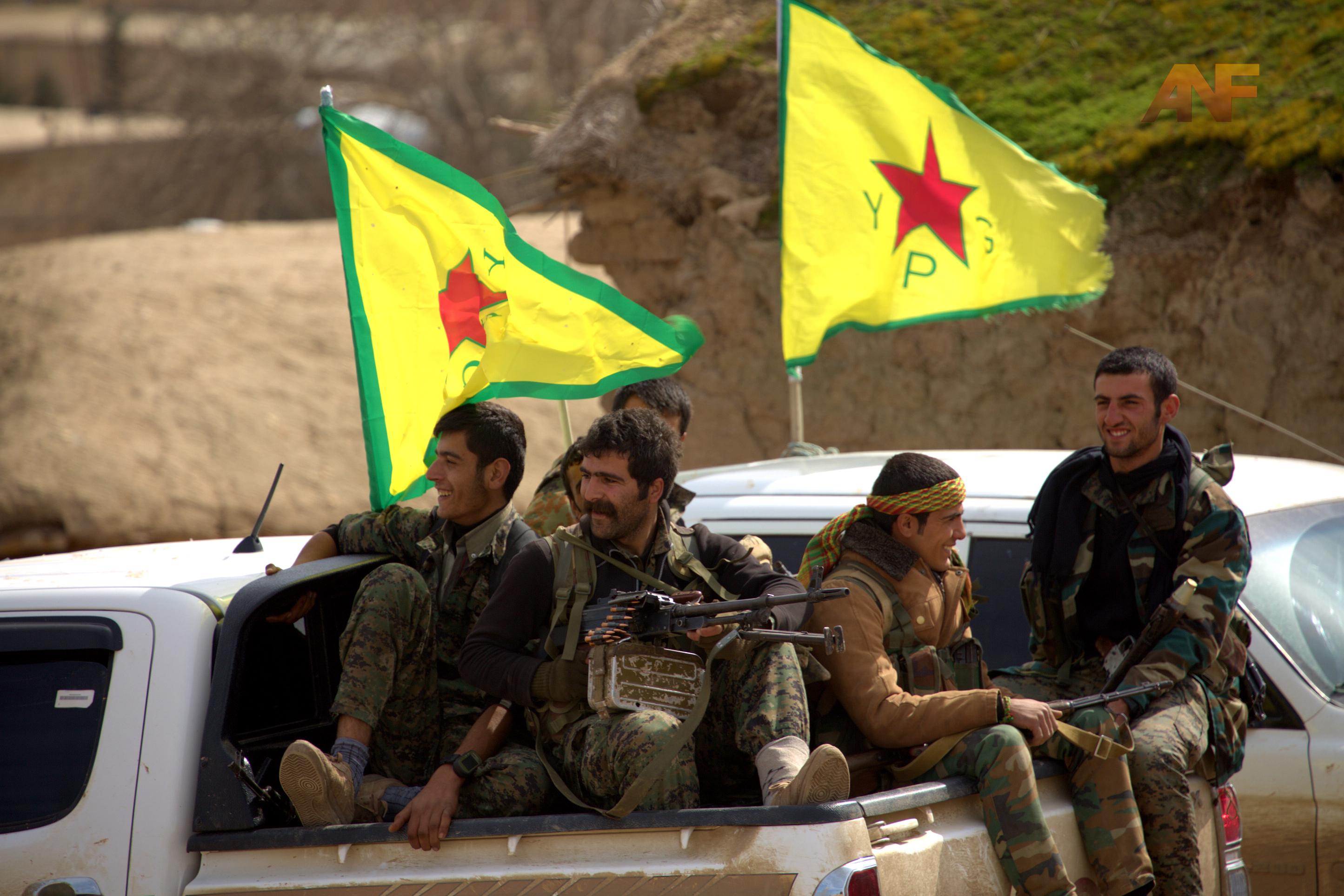 کردهای سوریه حمله به پایتخت داعش را آغاز کردند