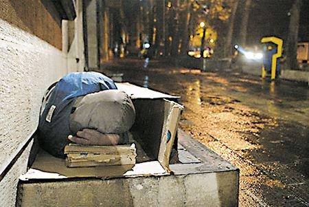 پاهای سرمازده بیخانمان همدانی قطع میشوند
