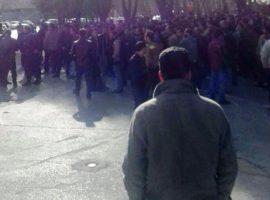 ادامه تجمع ۸ روزه در یاسوج، بستنشینی کارگران در درود