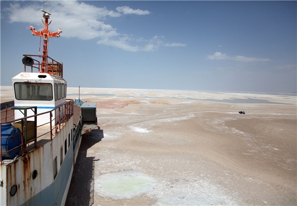 وزیران روحانی مصوبات ستاد احیای دریاچه ارومیه را اجرا نمیکنند