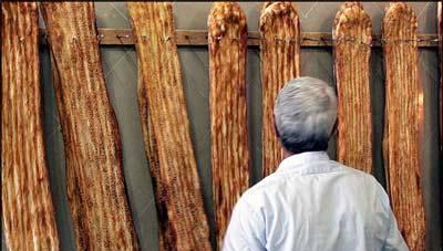 خودسوزی نانوای اردبیلی در محوطه اداره صنعت و معدن این استان