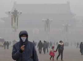 اعتراض چینیها به آلودگی هوا با شعر یک جراح