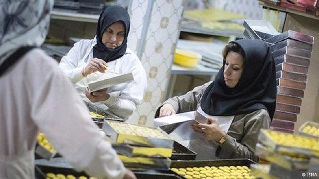 پرداخت نیمی از حقوق قانونی به زنان شاغل در بازار کار غیررسمی