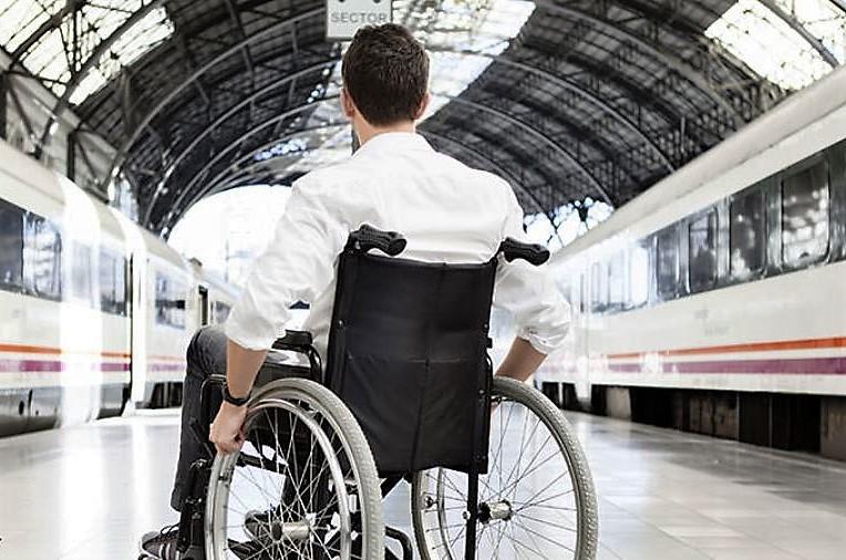 معلولان از حق سفر محرومند