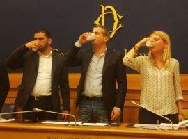 آبنمک نوشیدن هیات نمایندگان ایتالیا در اتحاد با زندانیان فلسطین