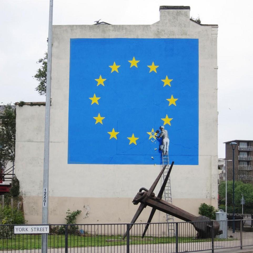 بنکسی مسئولیت خردکردن ستاره پرچم اتحادیه اروپا را برعهده گرفت