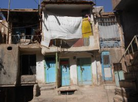 وجود خانههای۵۰متری که ۴خانوار را در خود جای دادهاند