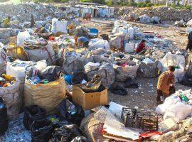 شهرداری از کودکان زبالهگرد برای اجازه کار پول میگیرد