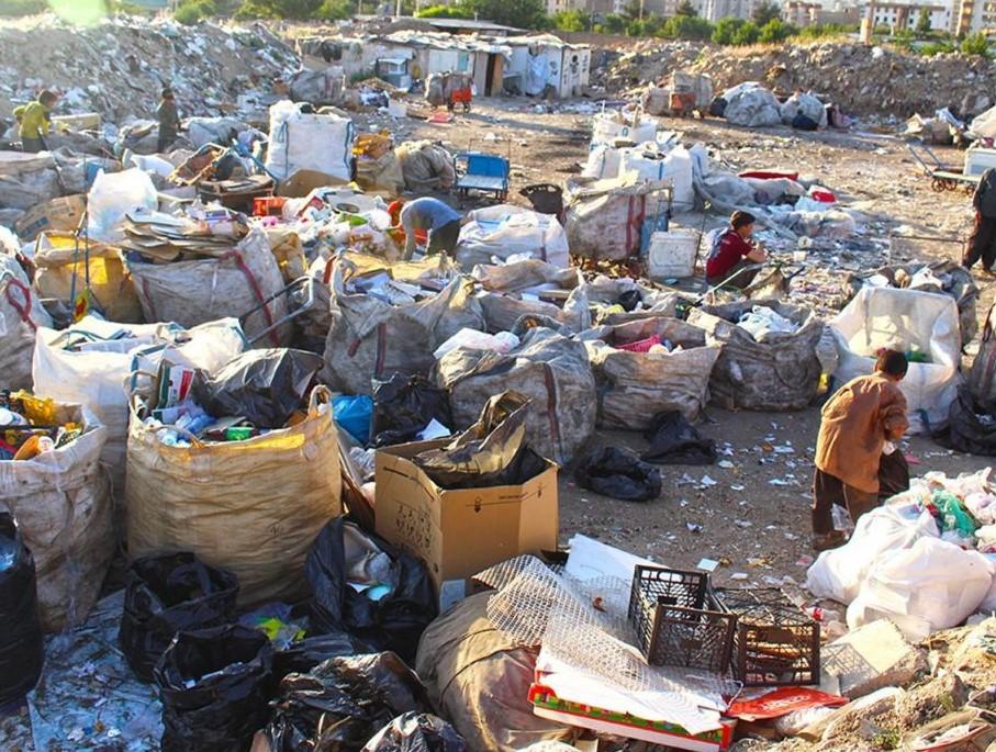 Image result for زبالهگردی کودکان