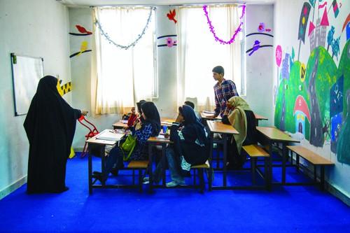 کودکان پاکستانی از مهر جامیمانند