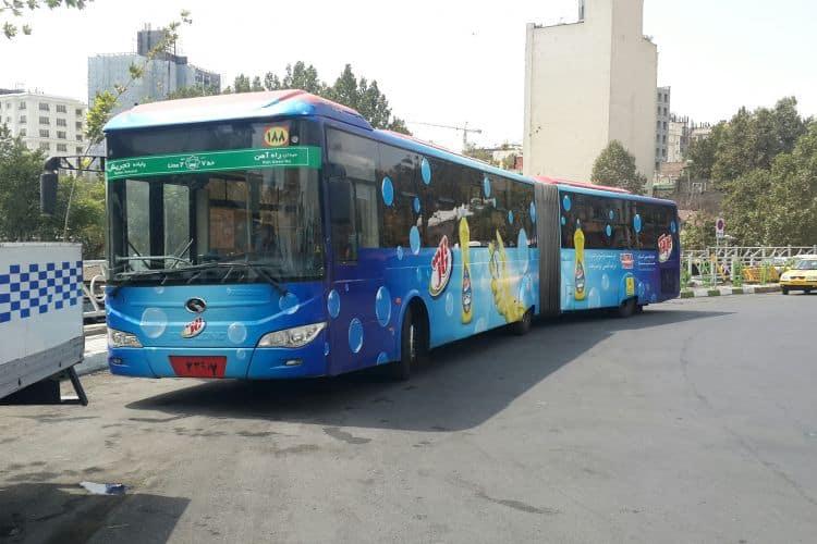 اعتراض عضو شورای شهر به پوشاندن شیشه اتوبوسها با آگهی