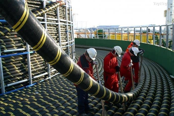 غولهای اینترنتی کابلهای خود را زیر اقیانوس میکشند