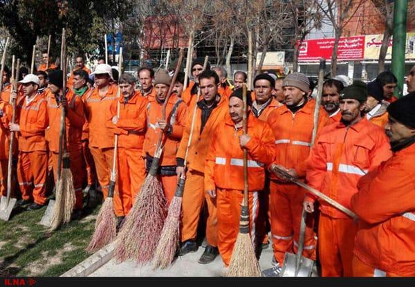 بیحقوق شدهها، خیابانها را نظافت میکنند