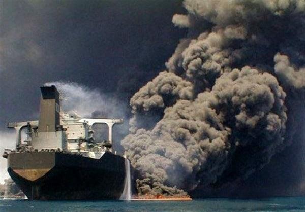 انفجار نفتکش ایرانی میتواند به یک فاجعه زیستمحیطی تبدیل شود