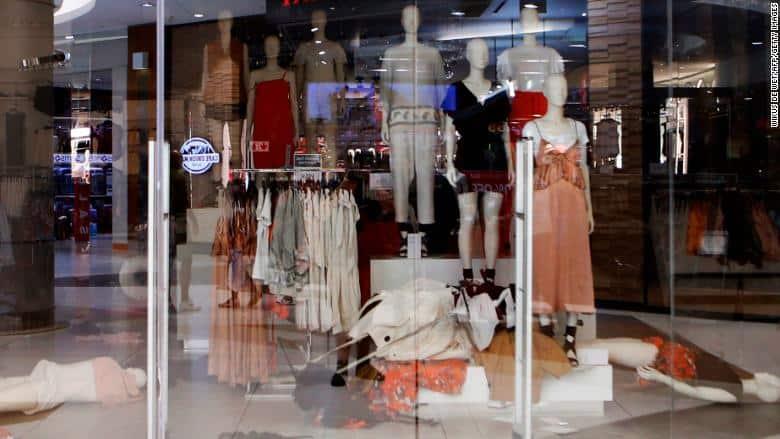 حمله به فروشگاههای «H&M» در آفریقای جنوبی در اعتراض به یک عکس نژداپرستانه
