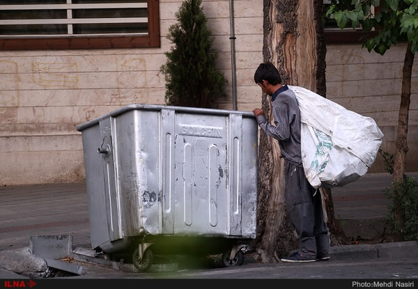 کودکان زبالهگرد برای پیمانکاران شهرداری کار میکنند