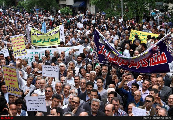 کارگران در اعتراض به صادرنشدن مجوز راهپیمایی، راهپیمایی کردند