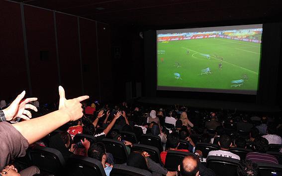 درآمد سینماها از پخش فوتبال بیشتر از پخش فیلم است