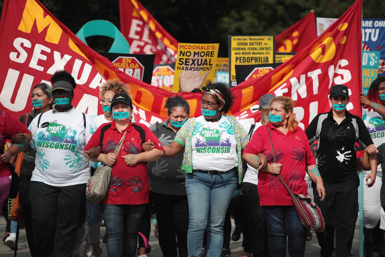 تظاهرات کارگران مکدونالد در اعتراض به خشونت جنسی محیط کار