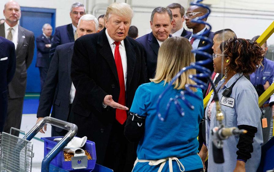 ترامپ همواره به کارگران آمریکایی خیانت کرده و میکند