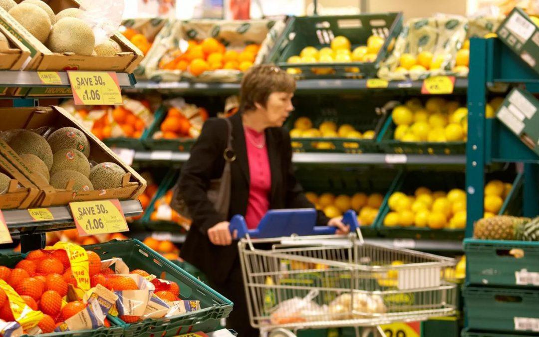 یک فروشگاه انگلیسی برچسب «بهترین زمان مصرف» را از روی میوهها و سبزیجات بر میدارد