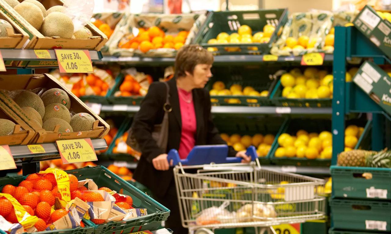 یک فروشگاه انگلیسی برچسب «بهترین زمان مصرف» را از روی میوهها و سبزیجات بر میداردزمان مطالعه: ۱ دقیقه