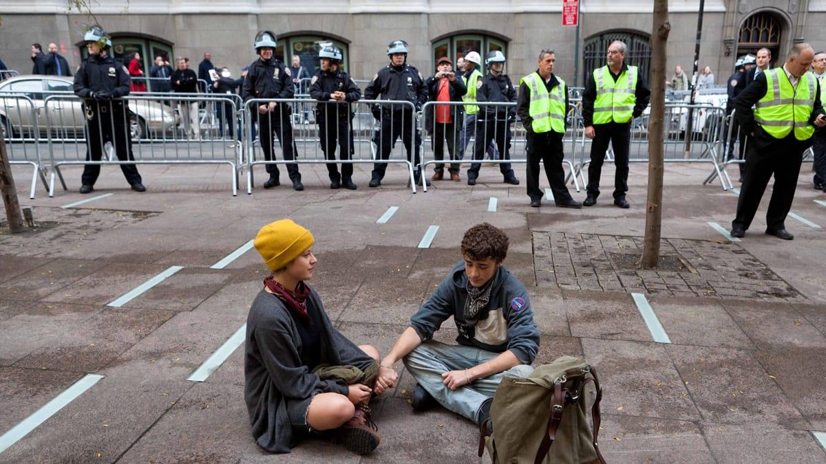دموکراسی یک فانتزی استزمان مطالعه: ۱۲ دقیقه
