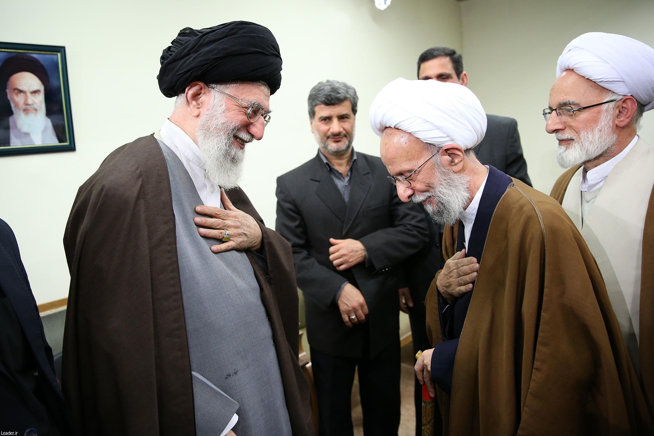مصباح یزدی: رهبری شعار را از دست سوسیالیستها گرفتهاند