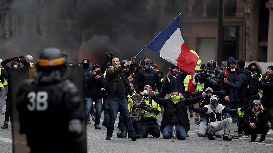 سندیکاهای کارگری رسمی فرانسه بخشی از نظام سرکوب و مسئول وضعیت موجودند