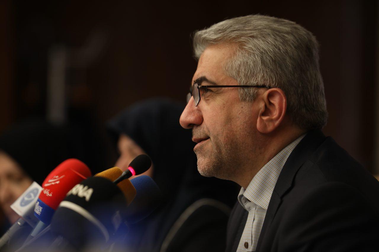 گلایه وزیر نیرو از رایگان شدن آب و برق مدارس