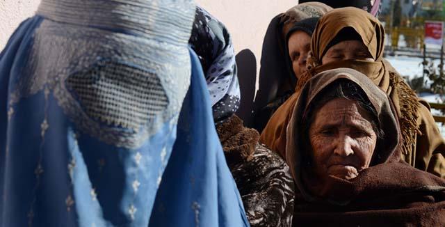 ۹۳ درصد زنان افغانستانی در اماکن عمومی آزار میبینند