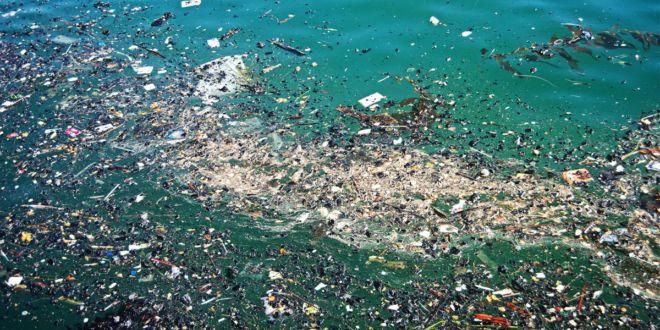 جزیرهای از زبالههای پلاستیکی در دریای مدیترانه