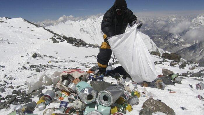 بلندترین قله جهان پر از زباله شده است