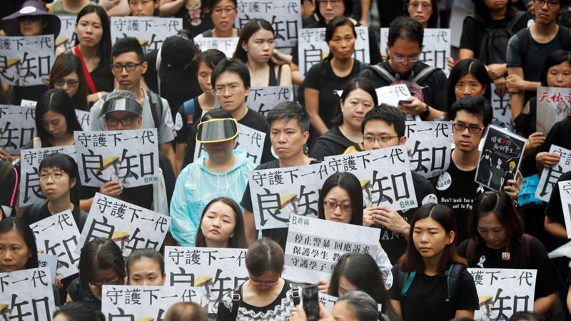 معلمان هنگکنگی به معترضان پیوستند