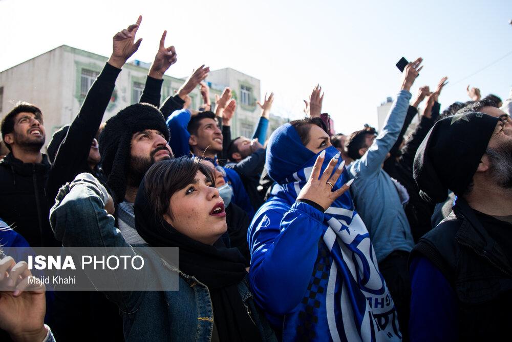هواداران استقلال مقابل این باشگاه تجمع کردند
